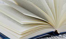 aufgeschlagenes Buch: Buchbestellung und Lesungen bei KOKON.